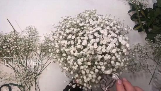 Cách bó hoa cưới baby trắng