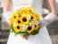 Hoa hướng dương cầm tay cô dâu